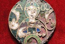 Thierry IV (713 +737) Roi des Francs (721-737) / Roi des Francs (721-737) Préd: Chilpéric II. Succ: Inter règne Childéric III - Mérovingien né vers 713 et mort en 737. Père: DAGOBERT III.