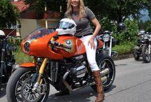 Frauen mögen Motorräder