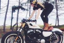 """Coperta pentru """"Moto Lady"""" / Strang poze pentru coperta cartii """"Moto Lady"""". Te invit sa-mi spui care varianta iti place si de ce :)"""