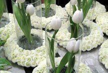 enfeite de mesa com flores