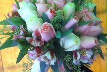 Ramos / Una vez elegida la flor que va a predominar en nuestro ramo y sobre todo lo que queremos transmitir con ella, se abre un abanico infinito de posibilidades para el ramo de novia.