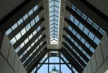 Architecture / La silhouette du 1000 De La Gauchetière se détache dans le ciel de Montréal et se distingue à l'échelle internationale tant par ses 51 étages que par son architecture postmoderne.