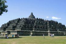 BOROBUDUR / Terletak 40 km (25 mil) barat laut dari Yogyakarta, Borobudur merupakan salah satu candi Budha paling terkenal di dunia