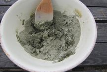 Frightening Green Face Mask, a closer look / You will feel the deep cleansing effect of this mask even after just one application. Naturally scented with essential oils of juniper berries, eucalyptus, thyme, and rosemary.
