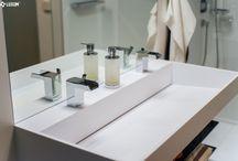White, gold and black modern bathroom.