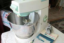 Vintage Kitchen / Would love an aqua 50s kitchen