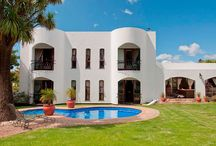 """SOLE MANDATE - """"Mediterranean Splendour with fabulous Mountain Views!"""" / SOLE MANDATE - """"Mediterranean Splendour with fabulous Mountain Views!"""" 5 Bedrooms, 3.5 bathrooms, lounge, dining room. Spacious kitchen with plenty built-in cupboards. Scullery & laundry.  Jacuzzi. Heated and chlorinated pool. Asking R3 250 000. Call Ronél - 083 627 6806"""