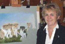 Котохудожник Гейл Мейсон (Gayle Mason) / Первое, что приходит на ум, - живые. Англичанка Гейл Мейсон - обладательница ученой степени в области зоологии, поэтому ее животные изображены со всей возможной тщательностью. Шерсть кошек на ее карандашных рисунках кажется мягкой, а в глазах мерцает живое таинственное сияние. Художница не старается разгадывать никаких тайн в своих героях - она просто изображает их такими, какие они есть на самом деле, а все тайны идут за ними сами, бесплатным приложением.