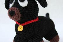 Animaletti fatti a maglia e uncinetto