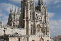 Burgos / Burgos es también una moderna urbe que ha apostado por la cultura y gracias a las nuevas instalaciones del complejo de la Evolución Humana donde se investigan y exponen los fósiles de la Sierra de Atapuerca, convirtiéndose en un referente mundial en el estudio del origen y la evolución del hombre.