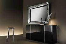 FIAM - Design spiegels / Naast glazen tafels biedt GlazenDesignTafel.nl u ook design spiegels van FIAM. Ook voor deze spiegels geldt dat deze zijn gemaakt van het meest hoogwaardige kwaliteit kristalglas. Alle spiegels zijn verchroomd. Alle spiegels zijn speciaal voor FIAM ontworpen door bekende designers en hierdoor uniek.