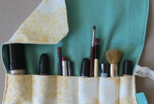 Cosmetic brush organizer