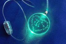 svítící přívěsky / přívěsky se svítící diodou a vyrobenou rytinou