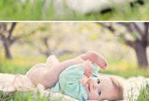 Детка в парке на пледике