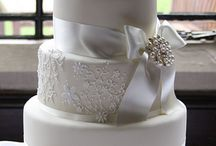 Irish Wedding Cake / Some cakes that will take you breath away for your destination wedding day in Ireland!