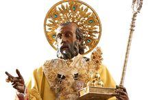 Italë 'Bari' San Nicola / Na zijn dood: Nicolaas van Myra werd begraven in Myra, nabij het huidige Demre in het zuidwesten van Turkije. In 1087 werden zijn relieken door Italiaanse kooplieden van Myra naar Bari (Italië) overgebracht, om ze te beschermen tegen de oprukkende islam. Op 8 mei 1087 kwamen ze met de relieken aan in de havenstad. Het was een belangrijk moment voor Bari, zowel vanuit religieus als vanuit commercieel oogpunt. in datzelfde jaar werd begonnen met de bouw van de Basilica di San Nicola.