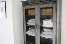 Bathroom freestanding cabinet