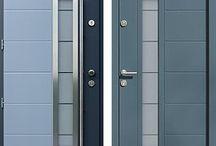 Drzwi zewnętrzne niebieskie