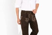 Trachten Lederhosen lang / Die robusten und eleganten langen Lederhosen orientieren sich optisch an der traditionellen Trachtenmode. Dank ihres neutralen Charakters sind diese Hosen jedoch ebenfalls bestens für den Alltag geeignet und können mit verschiedensten Oberteilen kombiniert werden.
