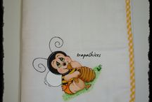 FRALDAS PINTADAS / Fraldas de algodão pintadas à mão com tintas anti-alérgicas. Depois de várias lavagens as cores mantêm-se iguais.