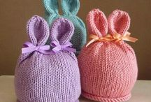 Вязаные шапочки на малышей