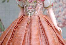 costumes poupées