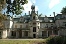 Kębłowice - Pałac / Pałac w Kębłowicach powstał w 1882 roku dla Leopolda Jesdinsky. W rękach rodziny Jesdinskych wieś była od połowy XIX w. do 1945 roku. Po wojnie kwaterowały tam wojska radzieckie, w 1946 r. wywieziono na wschód wyposażenie pałacu. W dalszych latach pałac wraz z zabudowaniami folwarcznymi był siedzibą PGR (do lat 90. XX w.), potem częściowo zamieszkiwany. Byłam tam w 2004 roku i mieszkało jeszcze kilka rodzin. Obecnie w rękach prywatnych, zamknięty i niszczejący.
