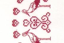 cigognes à broder au point de croix
