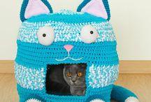 Crochet cats dogs house