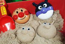 アンパンマン アニメ❤おもちゃ 砂場で遊ぼう!おもちゃの目玉がついたよ!Anpanman toys