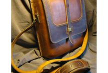 Мужские сумки / Если Вы находитесь на нашей страничке, это значит, Вы выбираете в подарок стильную и модную мужскую сумку для друга или родственника. Мы предлагаем познакомиться с уникальной дизайнерской продукцией, редкой по красоте и качеству исполнения. Сумки для деловых бизнесменов, свободных творческих натур, молодежные, винтажные – Вы обязательно подберете подарок, соответствующий вкусу и характеру его будущего владельца.