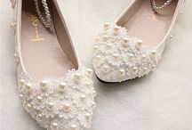 Pearl Wedding Shoes / pearl wedding shoes / wedding shoes / wedding shoes with pearls / pearl bridal shoes / bridal shoes / pearl sandals for brides / bridal shoes with pearls / wedding sandals with pearls / pearl wedding flats / pearl flats / wedding flats / wedding stylish flats / beautiful wedding shoes / how to pick wedding shoes / tips on how to wear wedding shoes / how to choose the wedding shoes