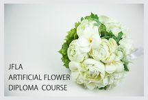 【JFLA Flower Diploma Class】 / 資格取得クラスで学ぶ作品一覧です。資格取得クラスでは基本のテクニックからプロの技術まで抜かりなくしっかりと学び、実践的で応用できるデザインを習得頂けます。JFLA Flower Diploma Class.