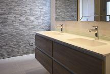 Bathrooms / Baños