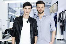 BOHOBOCO DUO / Kamil Owczarek i Michał Gilbert Lach swoje doświadczenie zbierali przez lata pracy w branży modowej. Wiedza, wrażliwość estetyczna i talent sprawiają, że projekty z metką BOHOBOCO spotykają się z uznaniem szerokiego grona odbiorców.