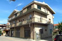 PINETO CENTRO - Trilocale al piano 1° / PINETO CENTRO - In piccola palazzina, al centro di Pineto, trilocale al piano primo composto da ingresso, soggiorno, cucina...