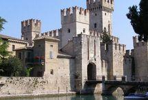 """Sirmione / Sirmione, che per la sua bellezza si fregia del titolo di """"Perla del Lago"""", è facilmente raggiungibile dall'Hotel Mayer & Splendid e da Desenzano del Garda."""