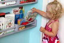 Quartos de Crianças Organização / Quem disse que ter criança significa casa bagunçada? Crianças adoram brincar, mas organizar os brinquedos e as roupas não é uma tarefa fácil. Com um pouco de criatividade e paciência tudo pode se ajeitar. Segue algumas dicas para facilitar a organização e deixar tudo mais acessível para os pequenos. Quarto, decoração de quarto, quarto de solteiro, organização, closets, arrumação, roupas, sapatos.