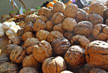Frutta secca: proprietà e benefici. / Noci, mandorle, pistacchi, nocciole e arachidi...tutte le proprietà della frutta secca. www.lattugazanarini.com  #fruttasecca #km0 #freschezza #sapore #territorio #spaccioagricolo