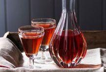 Genießen│Cocktails / Wie war Ihr Jahr? Anstrengend und zum Abgewöhnen? Oder richtig gut und wiederholenswert? Sie könnten zum Trost oder aus Begeisterung trinken, aber am Schönsten ist es vielleicht aus Vorfreude: 2017 steht vor der Tür und mit ihm viele neue Erlebnisse! LAVIVA empfiehlt: Beginnen Sie das Jahr mit prickelnden Cocktails oder Bowlen plus Champagner, Gin oder Wermut.