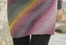 Neulottuja vaatteita