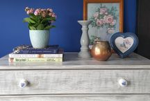 Styling shelves and bookcases / Ideas on how to style a shelf, bookcase or a sideboard