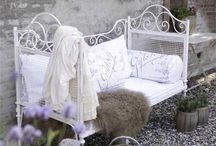 Daybeds & Cozy Nooks