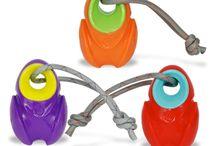 Juguetes Para Perros Para Esconder Premios / Encontraras juguetes que no solo deleitaran su paladas sino que también los mantendrán ocupados físicamente y estimulados mentalmente. Son juguetes para esconder premios, galletas, croquetas o incluso embarrarlos de mantequilla de maní. http://www.latiendadefrida.com/collections/juguetes-para-rellenar-con-premios-juguetes-para-perros