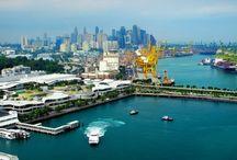 """singapore ศรษฐกิจ สิงคโปร์"""" สิงคโปร์ เป็นเมืองท่าทางการค้า / เศรษฐกิจ สิงคโปร์ เป็นเมืองท่าทางการค้า ไม่มีทรัพยากรธรรมชาติมากเหมือนประเทศอื่น แต่มีฐานะทางเศรษฐกิจดี เพราะสิงคโปร์พัฒนาเศรษฐกิจด้านการค้าที่สำคัญแห่งหนึ่งของโลก เป็นท่าเรือปลอดภาษี ประเทศต่าง ๆ ส่งสินค้าต่าง ๆ มายังสิงคโปร์เพื่อส่งออก มีความเจริญก้าวหน้าอย่างรวดเร็ว"""