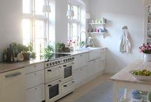 Køkkenet / Her viser jeg billeder fra vores køkken. Vi har forsøgt at ramme en landlig stil der passer ind på gården.