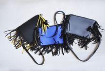 FRAN3 Bag / Small shoulder belt frenzy bag in bright coloured neoprene® Mes. cm. 30 x 23 Tracollina in neoprene® con frange in brillanti colori. Mis. cm. 30 x 23