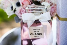 The smell is beauty / Perfumes