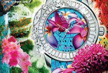 グロリアス / ガルティスコピオのメインコンセプトである「夢」を3Dデコレーションの鮮やかなフラワーパターンで表現したモデル。腕元に解き放たれた花々のワンダーランドにようこそ!