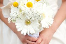 ♥ I DO︱The Bouquet / An array of floral arrangements for inspiration / by Kim van Wyk